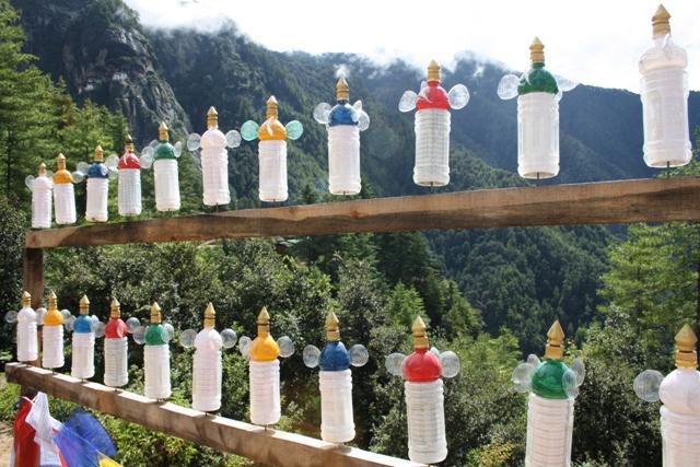 प्लास्टिक बोतलों से बने प्रार्थना चक्र